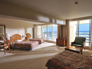 リザンシーパークホテル谷茶ベイ 広々としたコーナールーム、海側のお部屋と山側のお部屋がございます