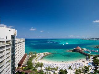 ルネッサンスリゾート オキナワ マリンスポーツとドルフィンプログラムが人気のホテル