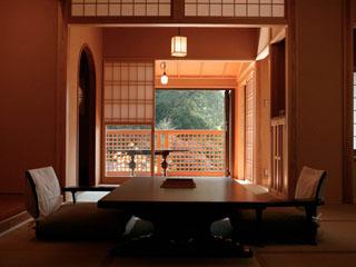 鹿覗キセキノ湯 つるや レトロ・モダンな室内の美月庵と数寄屋造りを洗練させた山王院の2棟から選べます