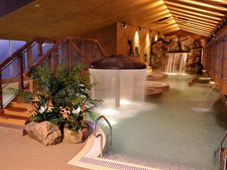 ホテルサンハトヤ 古代遺跡風の古代ビーチ(屋内温泉プール)