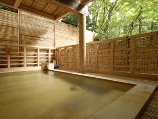 箱根小涌谷温泉水の音 湯処は、男女入れ替えで7つの湯を愉しむことができる