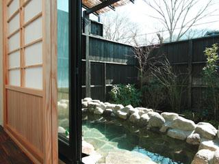仙石原 露天付客室充実の宿 品の木一の湯 贅沢な広さを確保した別邸離れの個室露天風呂