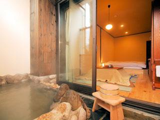仙石原 露天付客室充実の宿 品の木一の湯 リーズナブルに露天風呂をお楽しみ頂ける、品の木本棟1階客室