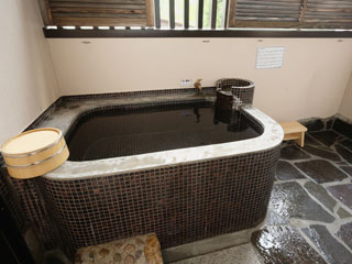 塔ノ沢 一の湯 新館 自家源泉掛け流しの客室露天風呂