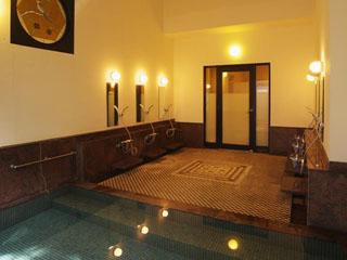 塔ノ沢 一の湯 新館 モザイクタイルとステンドガラスが印象的な女性用大浴場