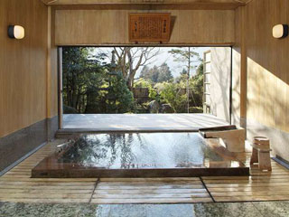 料亭旅館 いちい亭 古代檜の大風呂/樹齢二千年余り、倒木後二百年余りの檜