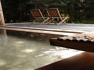 料亭旅館 いちい亭 古代檜の大風呂/バルコニーに出てお寛ぎいただけます