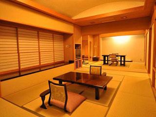 料亭旅館 いちい亭 宴/ふすまを開け放つと大広間に