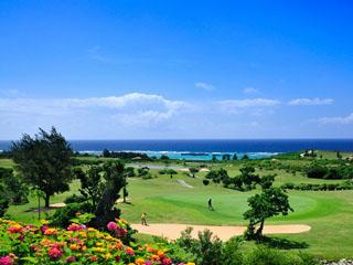 シギラベイサイドスイートアラマンダ 日本で唯一、全てのホールから海がみえる開放的なリゾートゴルフコース