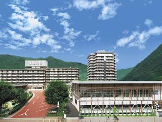きぬ川ホテル三日月 最寄駅より徒歩約3分と交通至便。様々な会合に利用できるコンベンションホールもあり、鬼怒川随一の大型ホテルです。