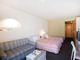 ヤマハリゾート つま恋 ホテル・サウスウィング客室のテラスからは園内の深い緑の眺望が楽しめる