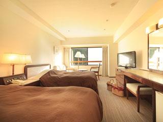 リゾートホテルリ・カーヴ箱根 客室・スタンダードツイン。広さ28~32平方メートル。フロントのある南館