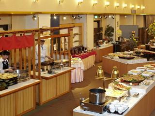 湯の川観光ホテル祥苑 和・洋・中の多彩なバイキング料理に舌鼓。生ビールなど飲み放題のサービス付き