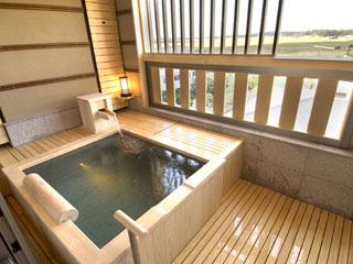 北陸福井あわら温泉 美松 遙々、悠々の階の客室露天風呂