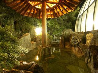 北陸福井あわら温泉 美松 夜の「太陽殿」露天風呂