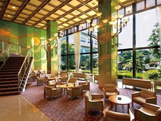 北陸福井あわら温泉 美松 ゆったりとしたロビーラウンジから美松自慢の回廊庭園を眺めては・・・