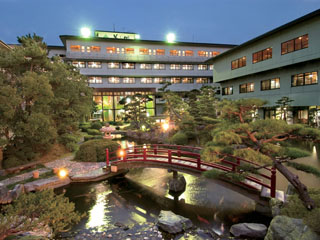 北陸福井あわら温泉 美松 四季香る回廊庭園。滝も雄壮な開閉ドーム式大浴場・・・。美松で湯めぐり、あわらの名湯三昧。
