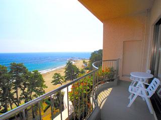 伊豆今井浜東急リゾート プライベートバルコニーから伊豆七島の島々を望む