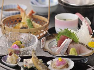 熱海金城館 選べる夕食プラン。旬の素材を生かした和食膳