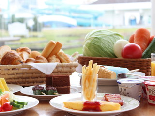 シャトレーゼガトーキングダムサッポロホテル&スパリゾート 中庭を眺めながらリゾート気分で朝食が楽しめる