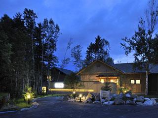 森の旅亭びえい 四季折々の景観が豊かな白金温泉郷に位置する数奇屋造りの北の湯宿びえいは、心からくつろいで楽しんで頂けるおもてなしの数奇屋風旅館です。