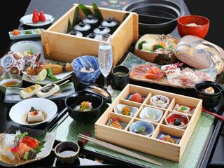 川場温泉かやぶきの源泉湯宿悠湯里庵 地産地消を基とした料理は旬の素材をふんだんに使用した本格的な会席料理です