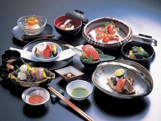 赤沢迎賓館 四季折々の旬の素材を厳選。丹精込めて仕上げた懐石料理