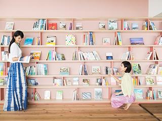 星野リゾート リゾナーレ熱海 海や旅がテーマの本約600種類を自由に閲覧できる「ソラノビーチ Books&Cafe」