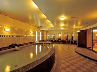 ホテルクラウンパレス神戸 女性用の長さ21mの大型浴槽や、男性浴場のサウナが魅力