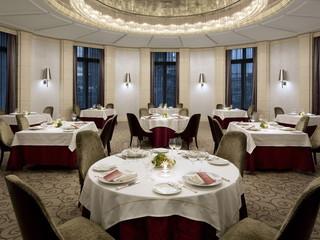 東京ステーションホテル レストラン「ブラン ルージュ」。フレンチの古典をベースに、軽やかに、華やかに