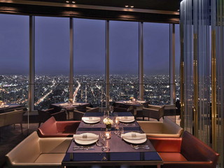 大阪マリオット都ホテル 地上約270mからの絶景が楽しめる57階レストラン「ZK」