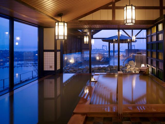 最上階の天然温泉大浴場からの景色をお愉しみください