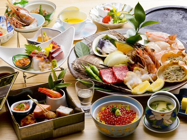 キキ知床 NATURAL RESORT(旧:知床プリンスホテル風なみ季) 知床の旬御膳では地元で採れた食材を提供