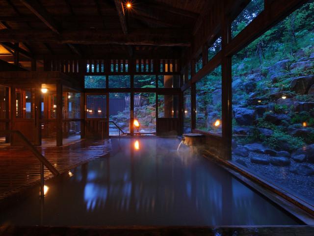 蔵王国際ホテル 木のぬくもりと硫黄の香りを楽しめる内風呂