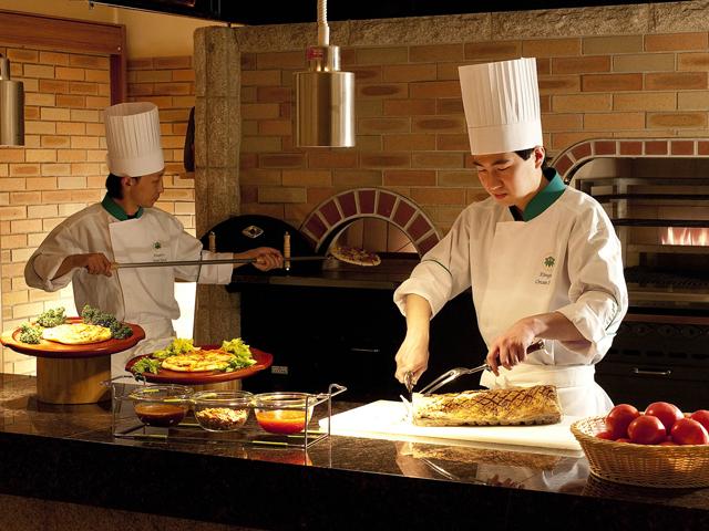 鬼怒川温泉ホテル 本格石窯を導入した人気のブッフェ