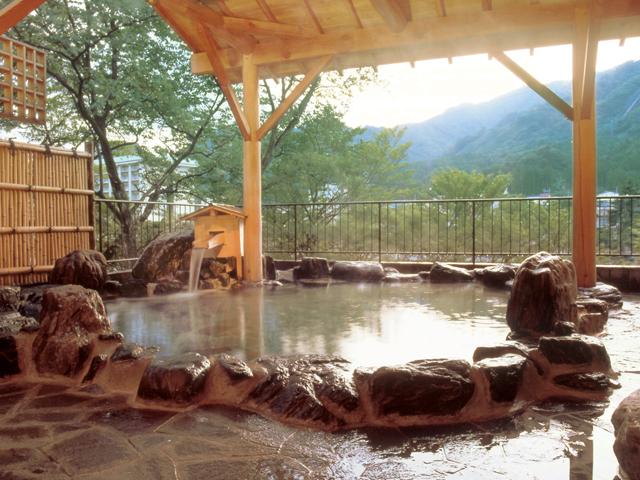 大江戸温泉物語 鬼怒川温泉 鬼怒川御苑 山々や渓流を眺められ自然と一体感を存分に味わえます