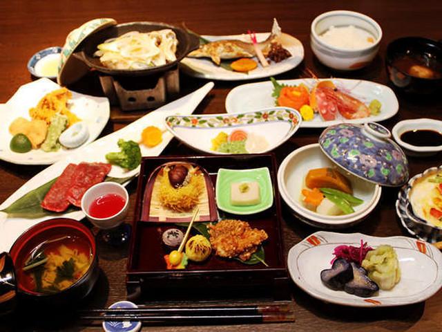 金盛館せゝらぎ 月替わりの会席料理。夕食一例