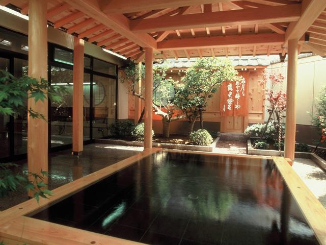 グランドホテル太陽 檜の露天風呂