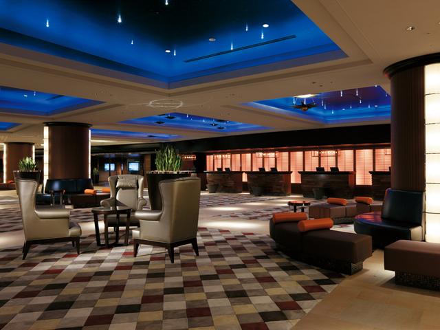 「豪華クルーズライナー」をイメージしたホテルロビー
