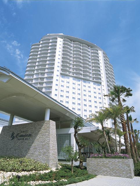 ホテル エミオン 東京ベイ ヤシの木に囲まれた白亜のホテル