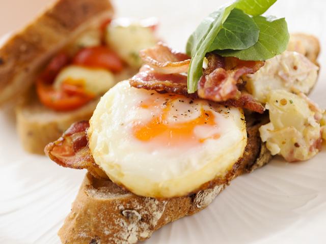 洋食の朝食ブッフェの人気メニュー「DEKITATE オープンサンド」
