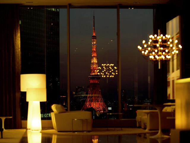 三井ガーデンホテル銀座プレミア 16階ロビーからご覧いただける東京タワー