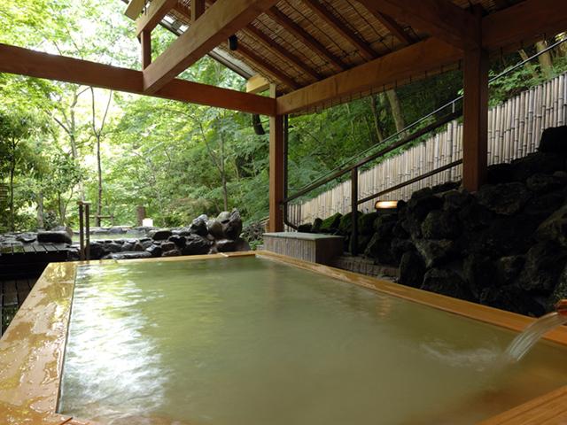 ホテル南風荘 木の香り漂う極上風呂「にの湯露天風呂」