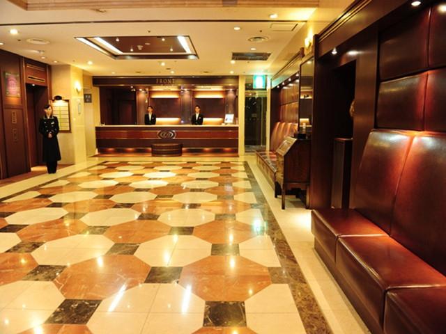 新横浜国際ホテル クラシカルで広々としたロビー