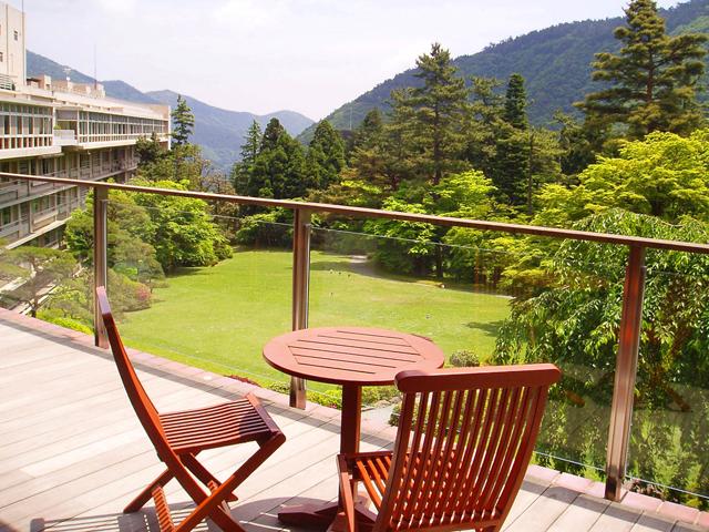 箱根ホテル小涌園 広大な庭園、箱根外輪山に囲まれたホテル