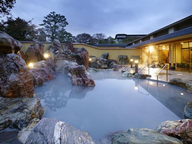 金太郎温泉 自然の移ろいと共に、四季折々の風情漂う庭園大露天風呂
