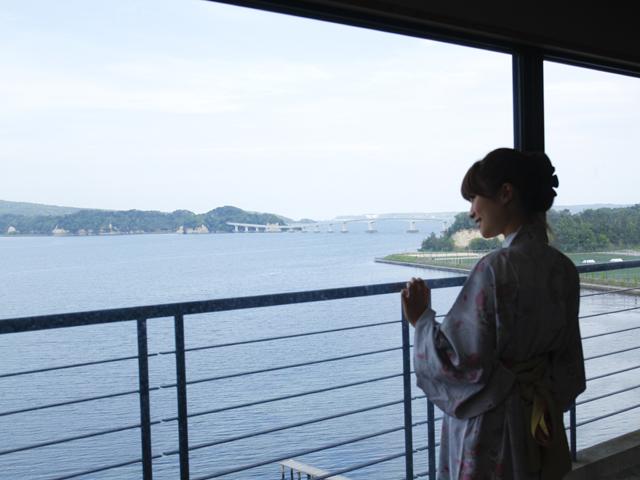 宿守屋寿苑 七尾湾の眺望が広がる