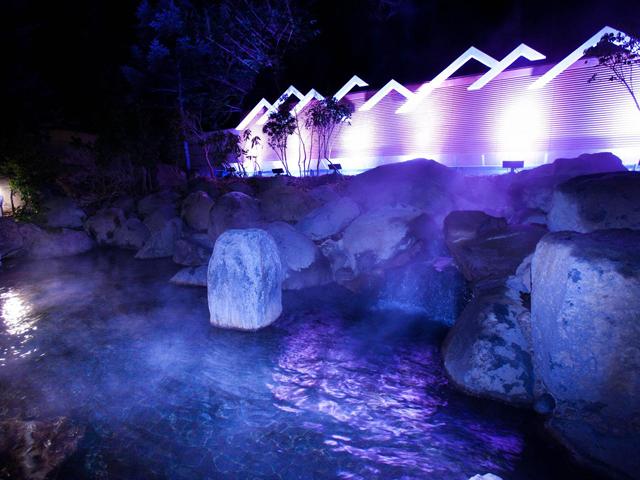 ロイヤルホテル 八ヶ岳 オーロラをイメージした幻想的な温泉露天風呂