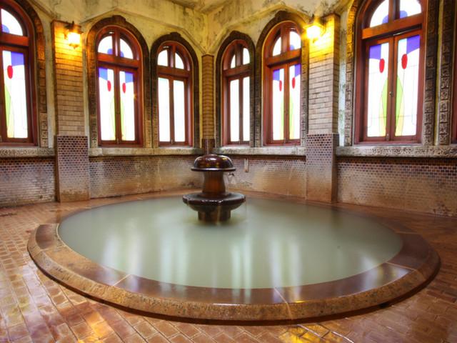 歴史の宿金具屋 浪漫風呂 わずか3m下の源泉より湧くにごり湯の風呂