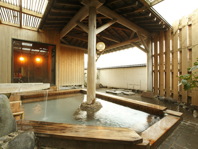 貸切風呂の宿 稲取赤尾ホテル 海諷廊 貸切露天風呂「吾妻屋」。6カ所の貸切風呂は全て無料